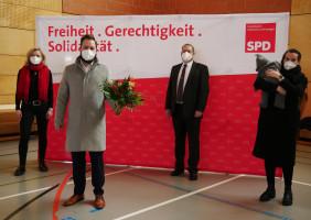Gratulation mit Abstand von Jochen Kraft, Marietta Eder und Eva-Maria Weimann