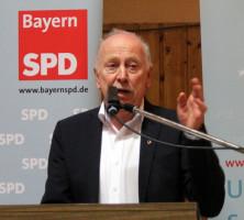 Bezirkstagskandidat und Bürgermeister Peter Pfister bei seinem Grußwort