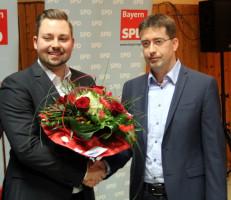 Dr. Jürgen Kößler gratuliert Markus Hümpfer zu seiner Wahl