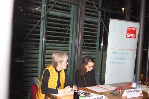 Marianne Greif und Eva-Maria Deppisch im Tagespräsidium
